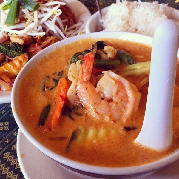 Снимок сделан в Naung Mai Thai Kitchen пользователем Kenton W. 6/10/2013