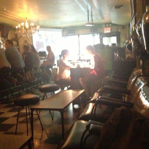 Foto diambil di Beauty Bar oleh Riqi V. pada 7/2/2013