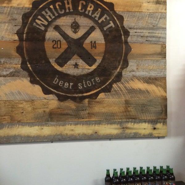 Das Foto wurde bei WhichCraft Beer Store von Chris C. am 4/22/2014 aufgenommen