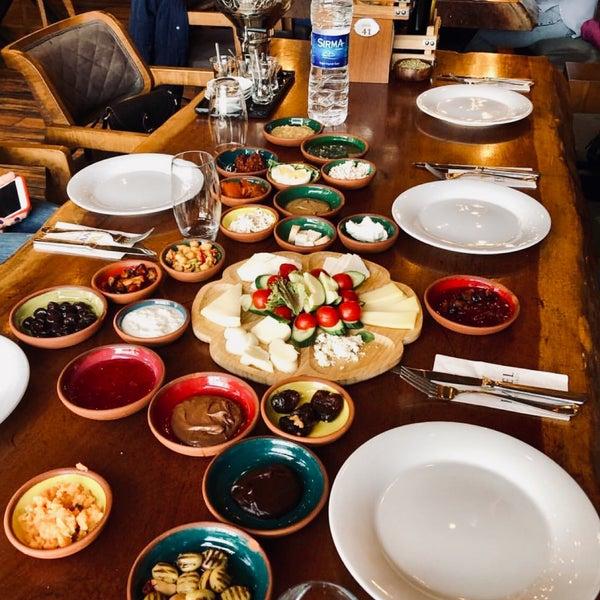 Foto tirada no(a) Evvel Türk Mutfağı por Tannaz a. em 4/24/2019