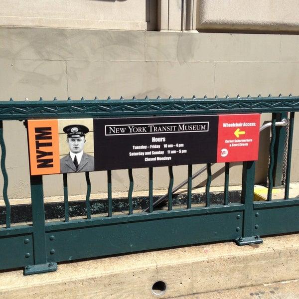 รูปภาพถ่ายที่ New York Transit Museum โดย Beau M. เมื่อ 4/7/2013