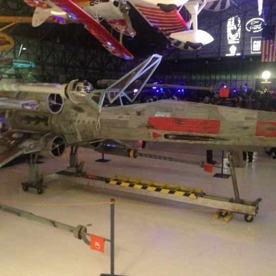 Foto tomada en Wings Over the Rockies Air & Space Museum  por Geoffrey G. el 10/30/2012