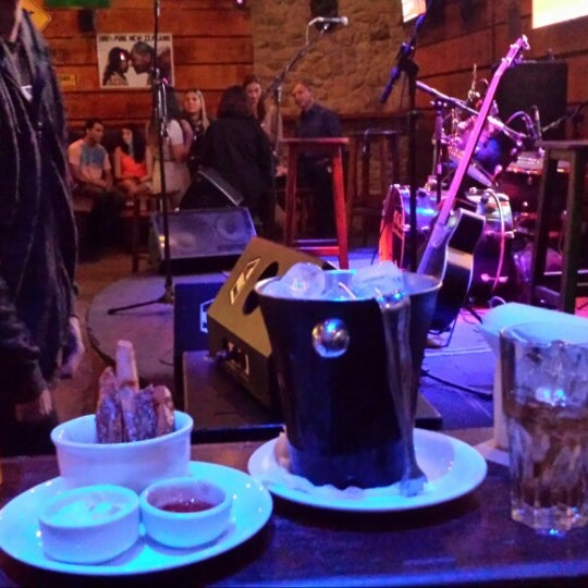 Foto diambil di Kia Ora Pub oleh Guilherme S. pada 5/16/2014