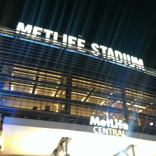 รูปภาพถ่ายที่ MetLife Stadium โดย Mike B. เมื่อ 10/21/2013