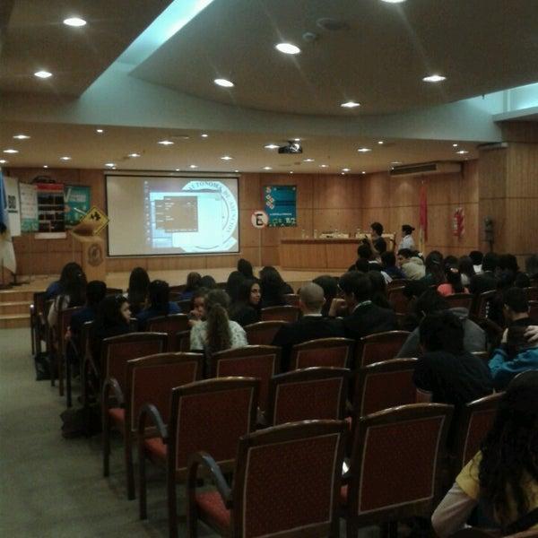 Снимок сделан в Universidad Autónoma de Asunción пользователем Juan José O. 10/2/2013