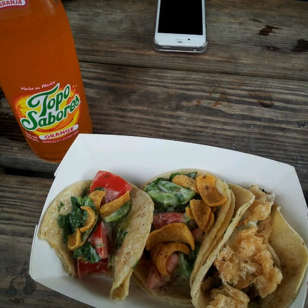 9/7/2013에 edith c.님이 Taco Nuts에서 찍은 사진