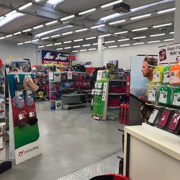 Non Solo Sport Factory Outlet Sporting Goods Shop In Albignasego