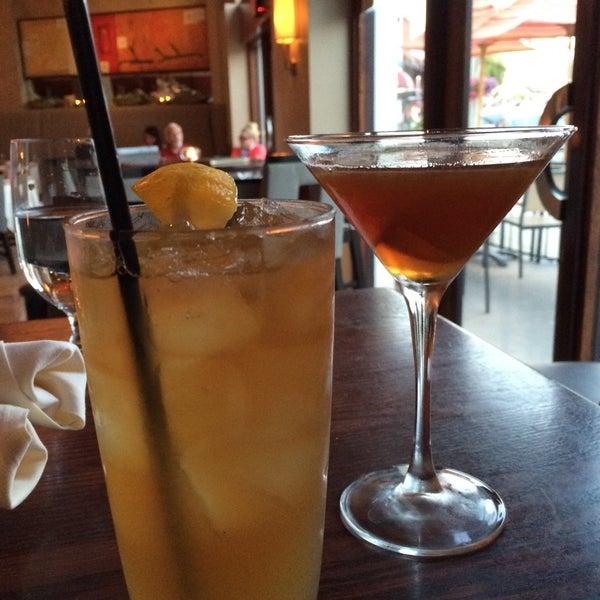 Foto tirada no(a) Nine-Ten Restaurant and Bar por jodijodijodi em 5/13/2015