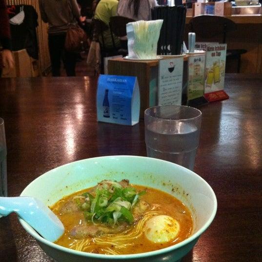 12/9/2012 tarihinde Berenice L.ziyaretçi tarafından Tatsu Ramen'de çekilen fotoğraf
