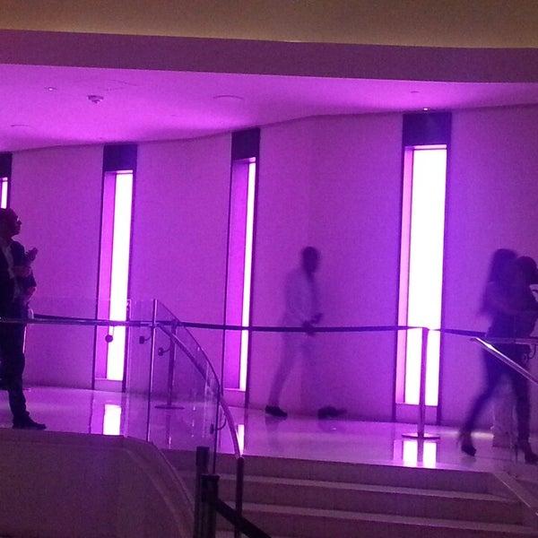 5/27/2013 tarihinde Allison L.ziyaretçi tarafından LIV Miami'de çekilen fotoğraf