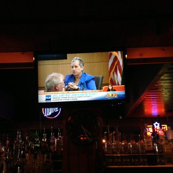 Foto tirada no(a) Redwing Bar & Grill por William L. em 3/25/2013