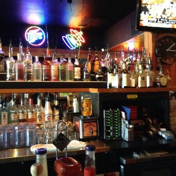 Foto tirada no(a) Redwing Bar & Grill por William L. em 4/1/2013