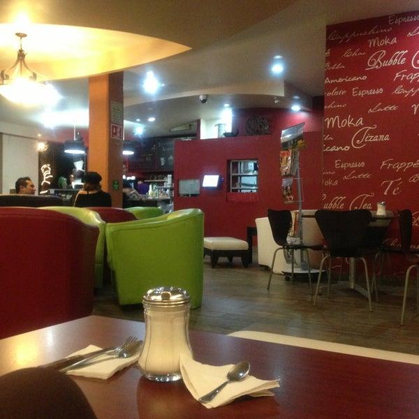 Das Foto wurde bei Kofetárica Café von Ana C. am 2/1/2013 aufgenommen