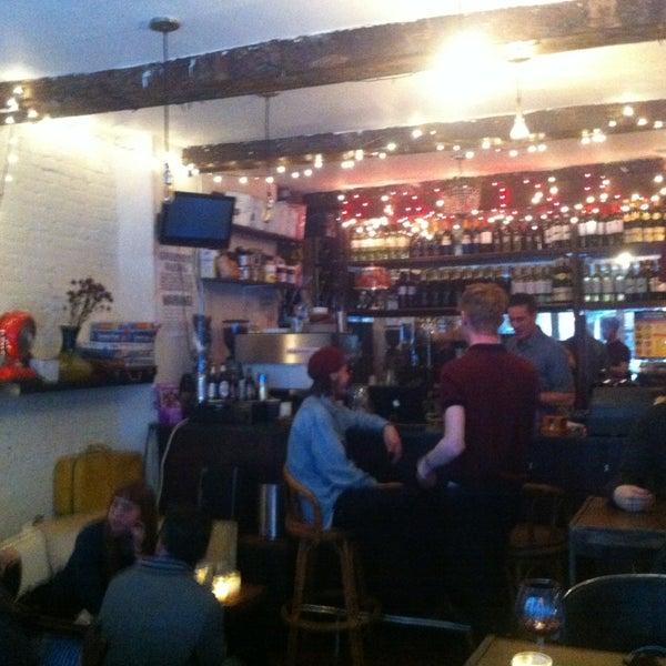 3/29/2013 tarihinde Campbell K.ziyaretçi tarafından Shervin's Cafe'de çekilen fotoğraf