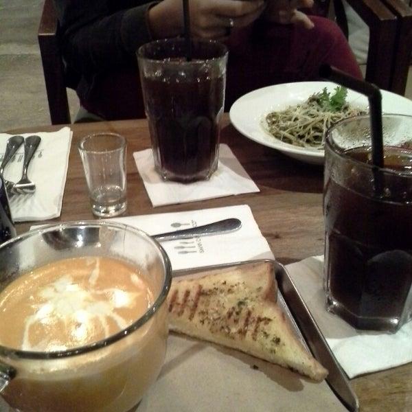 7/19/2013にRima L.がThe People's Cafeで撮った写真