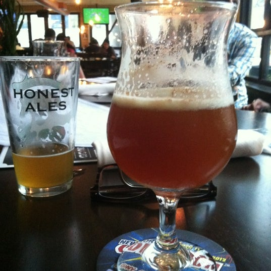 Foto diambil di Beer Authority NYC oleh Laura pada 10/12/2012