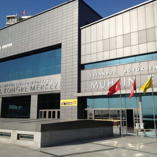 Das Foto wurde bei İstanbul Kongre Merkezi von Hüseyin G. am 10/18/2012 aufgenommen