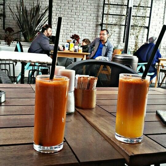 Foto tomada en Boon Cafe & Restaurant por Kader K. el 3/24/2016