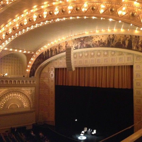 Foto diambil di Auditorium Theatre oleh Paul M. pada 5/10/2013