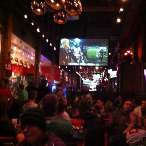 Foto tomada en Red Card Sports Bar por Racquel D. el 11/25/2013