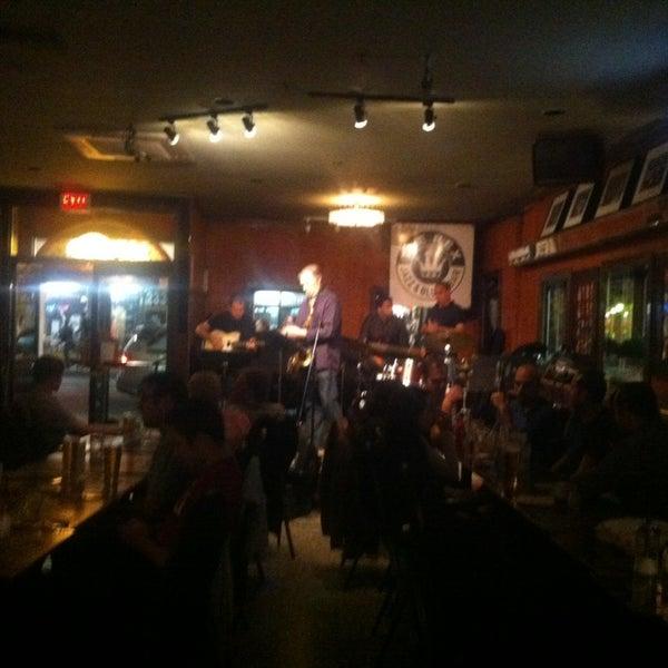 5/27/2013にEduardo A.がThe Rex Hotel Jazz & Blues Barで撮った写真