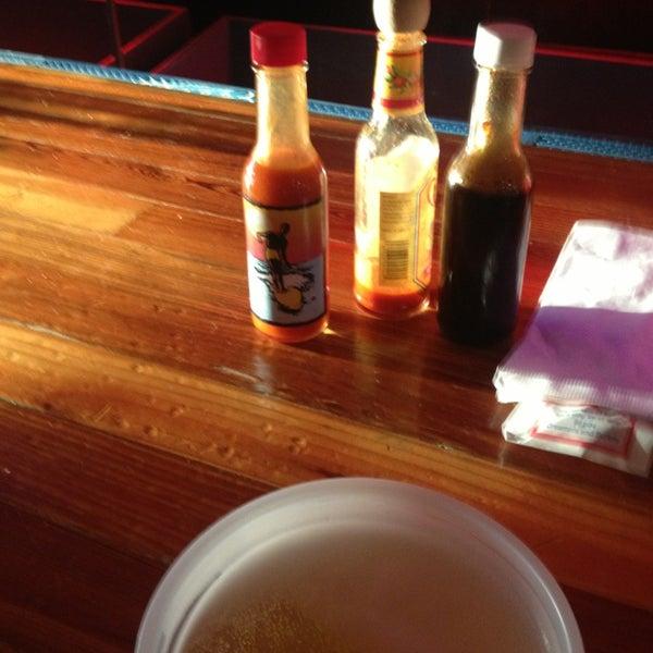 Foto diambil di Lucy's Retired Surfers Bar and Restaurant oleh Lucas C. pada 6/5/2013