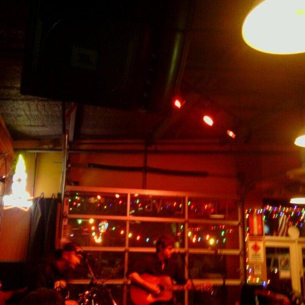 Foto diambil di Lucy's Retired Surfers Bar and Restaurant oleh Lucas C. pada 2/27/2013