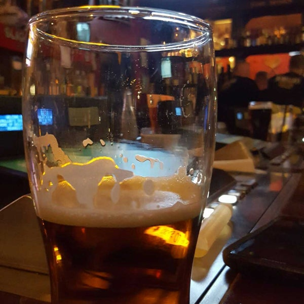 Foto scattata a McMullan's Irish Pub da Teri H. il 2/2/2018