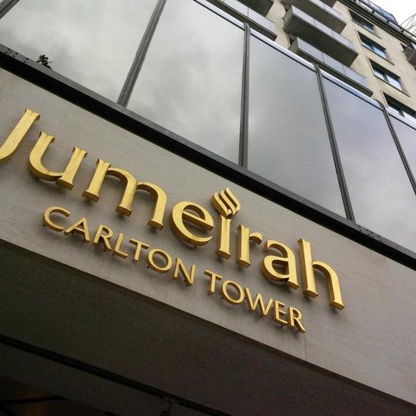Foto scattata a Jumeirah Carlton Tower da Amer S. il 10/7/2013