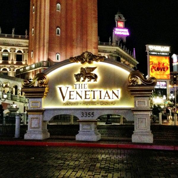 Foto tirada no(a) Venetian Resort & Casino por Amer S. em 5/1/2013