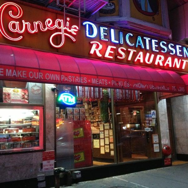 Foto tomada en Carnegie Deli por H H. el 1/6/2013