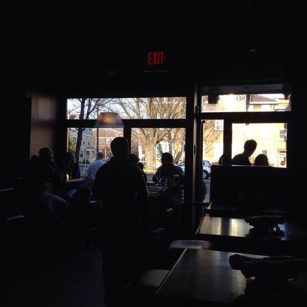 4/19/2014 tarihinde Tyler L.ziyaretçi tarafından West Side Lounge'de çekilen fotoğraf