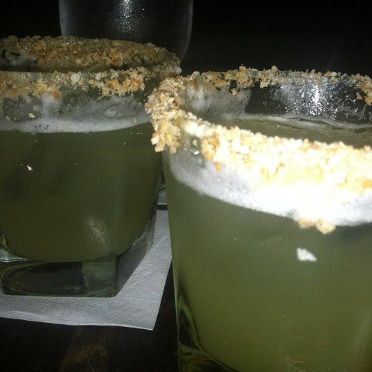 Photo prise au Honu Kitchen And Cocktails par Christy M. le10/17/2012