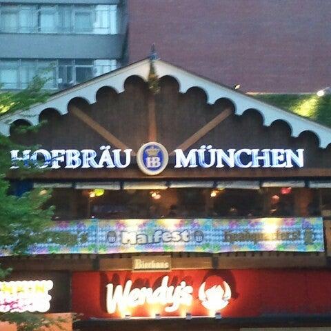 Foto diambil di Hofbräu Bierhaus NYC oleh Trevis D. pada 5/4/2013
