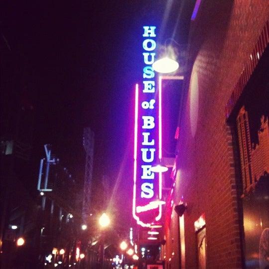 Foto diambil di House of Blues oleh Monika K. pada 12/13/2012