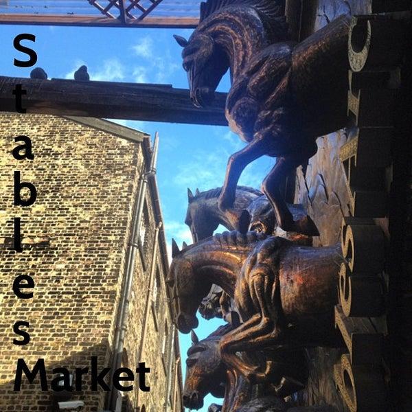 Foto tirada no(a) Camden Stables Market por JC W. em 3/3/2013