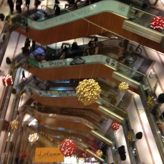 Das Foto wurde bei City's Nişantaşı von Mustafa S. am 12/18/2012 aufgenommen