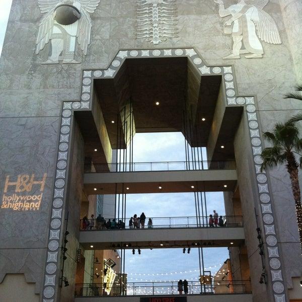รูปภาพถ่ายที่ Hollywood & Highland Center โดย Sergio M. เมื่อ 7/26/2013