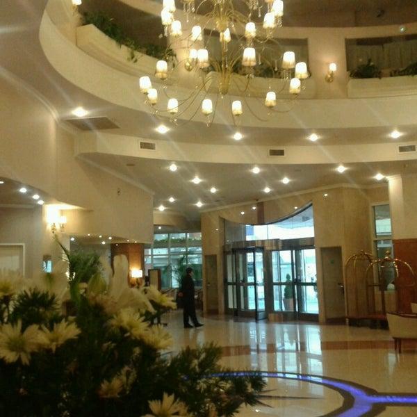 Das Foto wurde bei InterTower Hotel von Romina M. am 6/12/2013 aufgenommen