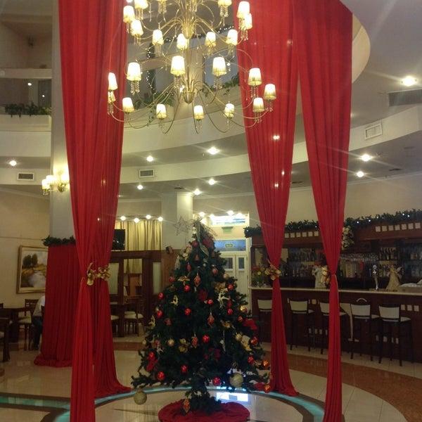 รูปภาพถ่ายที่ InterTower Hotel โดย Romina M. เมื่อ 12/13/2013