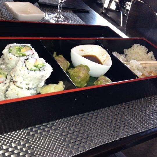 รูปภาพถ่ายที่ Unique Restaurant โดย Philip M. เมื่อ 12/5/2012
