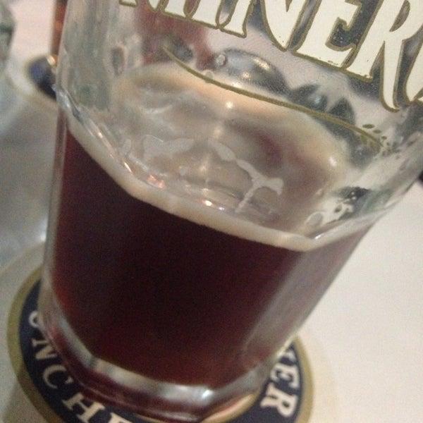 Foto tirada no(a) The Beer Box por Mauricio R. em 9/27/2013