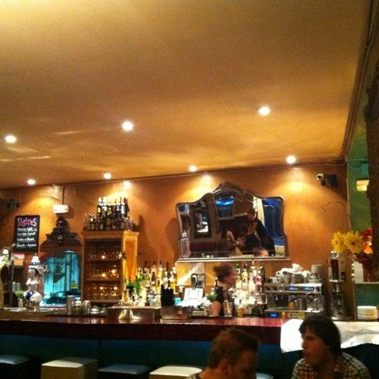 Foto scattata a Milk Bar & Bistro da Sarah G. il 9/29/2012