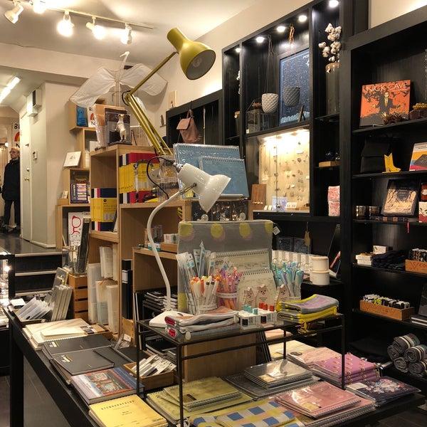 Foto tirada no(a) Omoi Zakka Shop Rittenhouse por Scott A. em 11/17/2018