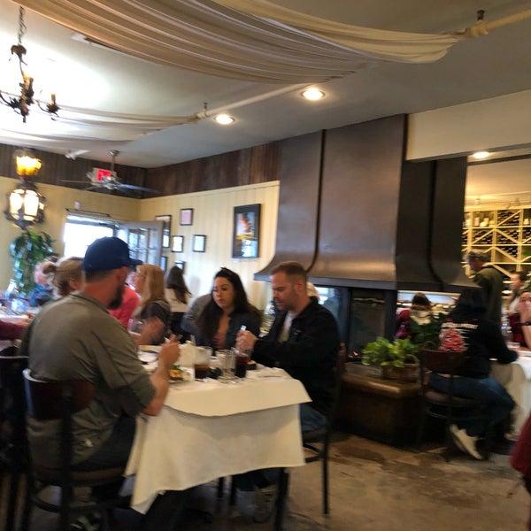 2/9/2019 tarihinde Alexander K.ziyaretçi tarafından Los Olivos Wine Merchant Cafe'de çekilen fotoğraf