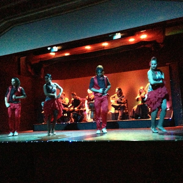 Снимок сделан в Palacio del Flamenco пользователем Paola M. 12/27/2012