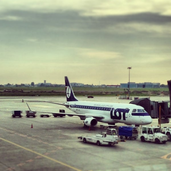 6/6/2013에 Yuri S.님이 바르샤바 쇼팽 공항 (WAW)에서 찍은 사진