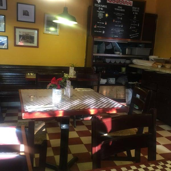Foto tirada no(a) Café La Gloria por Luisa F. em 12/26/2017