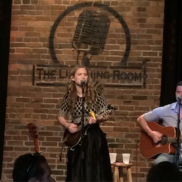 Foto scattata a The Listening Room Cafe da Cary Ann F. il 6/13/2015