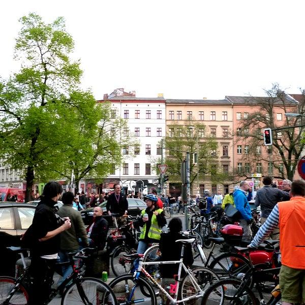 Critical Mass Berlin am 24.04.2015: ca. 2.300 Radfahrer*innen nahmen heute am Frühlingsauftakt der CM Berlin teil. #criticalmass #berlin #bike #fun - http://criticalmass.website
